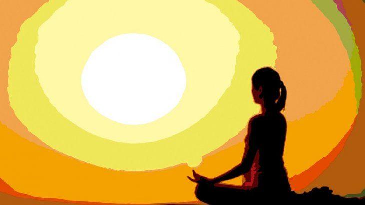 Meditaciónes un término general para las muchas maneras de un estado de relajamiento. Hay muchos tipos demeditacióny de técnicas para relajarse que tienen componentes de lameditación.