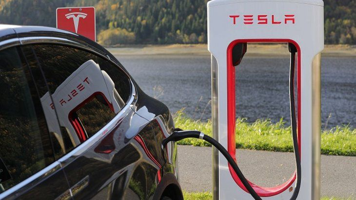 Tesla presento sus últimas novedaes.