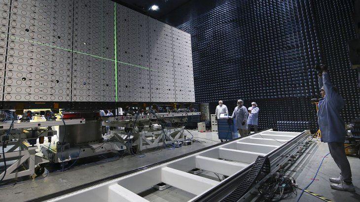 La antena radar es la pieza más voluminosa.
