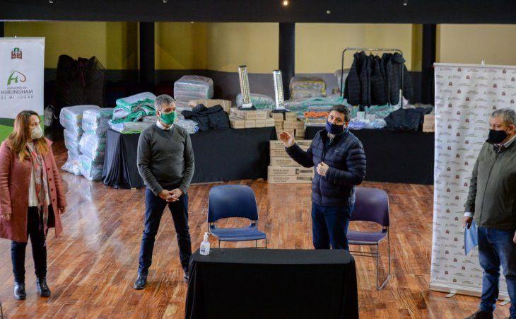 Operativo Invierno en Hurligham: Daniel Arroyo y el intendente Juan Zabaleta en la presentación de la ayuda para los más vulnerables.