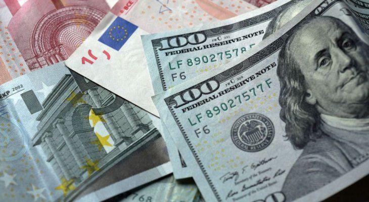 El dólar cayó a mínimos de casi dos años frente al euro: ¿puede perder reinado en el mundo?