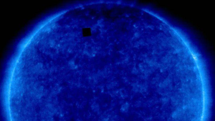 0037897896 - Ray Porter tiene una reacción perfecta al avistamiento de un cubo alienígena en el sol