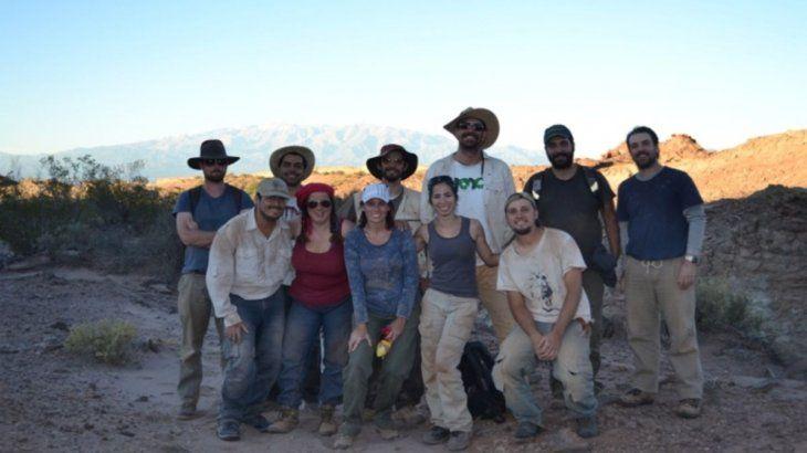 El grupo de investigadores, que encontró estos restos, liderado por Julia Desojo, en el límite con el Valle de la Luna, San Juan