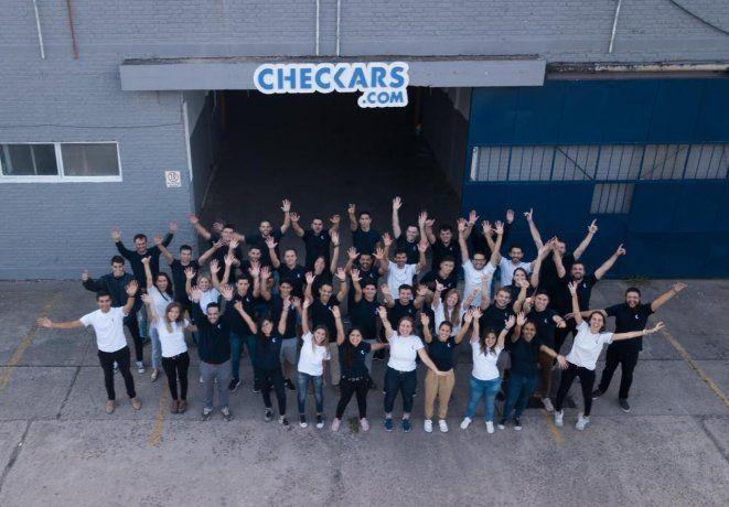 El equipo de Checkars, una empresa destinada a crecer en un contexto adverso.