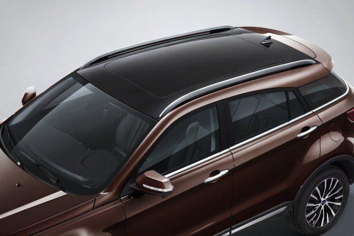 En cuanto al diseño exterior, cuenta con doble techo solar panorámico.