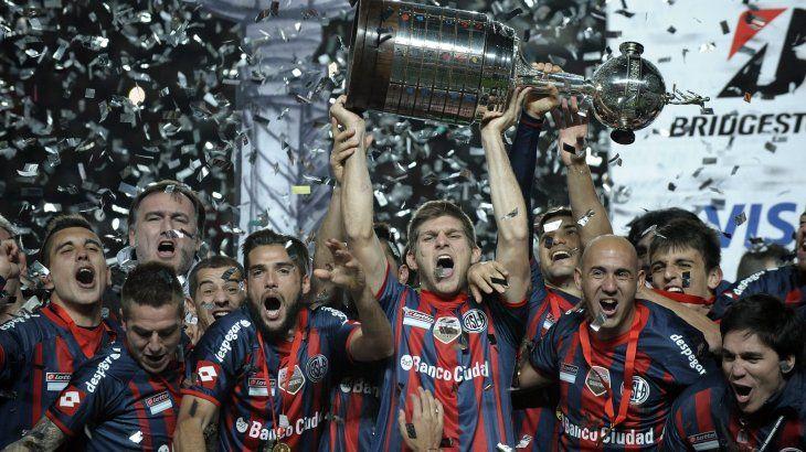 San Lorenzo levantando la Copa Libertadores de América