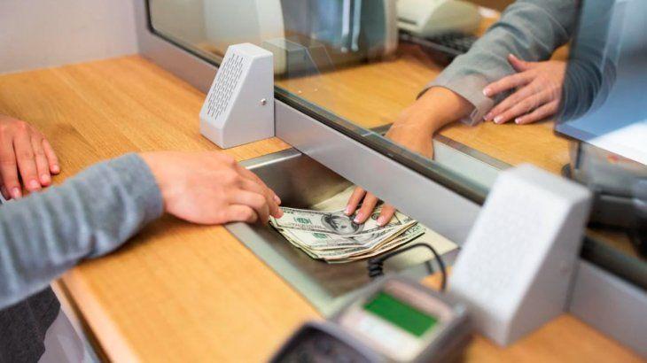 Compra de dólares: empiezan a funcionar al 100% los home banking