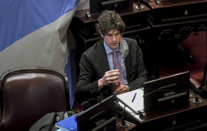 Martín Lousteau, uno de los pocos senadores presentes en el recinto.