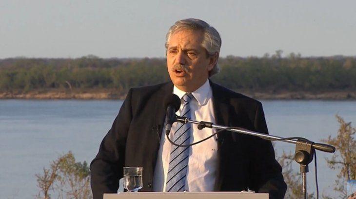 Alberto Fernández durante la firma del Acuerdo Federal deHidrovía.