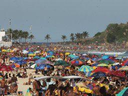 Las playas de Río de Janeiro, llenas de gente el domingo pasado pese a la prohibición por la pandemia de coronavirus.