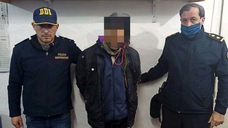 El detenido fue identificado por los investigadores comoCristian Adrián Jeréz, quien fue capturado esta madrugada en una casa de la calle Arístides y Diario La Nación, de La Reja al oeste bonaerense, quien esta acusado del asesinato deLudmila Pretti, de 14 años.