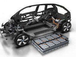 Esta batería se compone de litio, cobalto y oxígeno en su electrodo positivo, y grafito en su electrodo negativo. En el medio hay un líquido donde circula el litio.