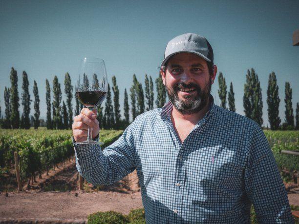 """Con el advenimiento de la """"modernidad"""" se perdió el almuerzo en familia, la siesta reparadora, y el vino fue reemplazado por las odiosas """"bebidas lights"""" o aguas saborizadas, considera Martín Pérez Cambet (foto)."""