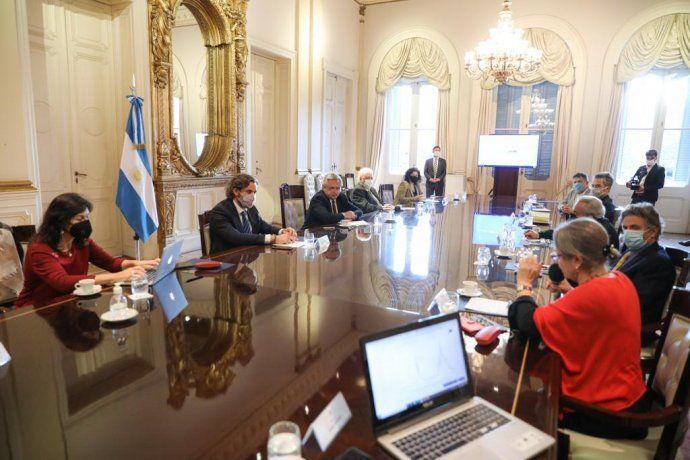 Alberto Fernández se reune con expertos.