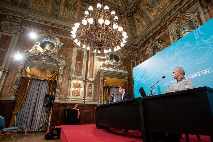 Kicillof, en conferencia de prensa en La Plata, junto al ministro de Salud,Daniel Gollány el jefe de Gabinete,Carlos Bianco.