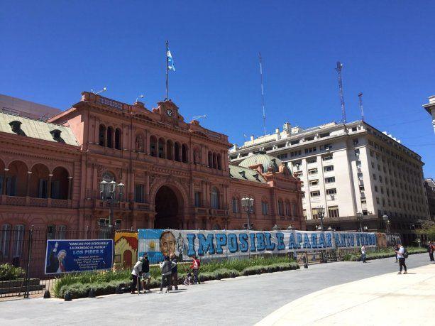 Homenaje de militantes a Néstor Kirchner en Casa Rosada.