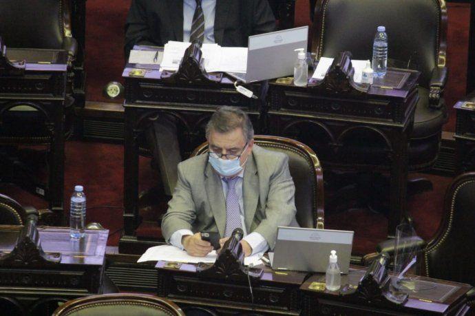 El jefe del interbloque de Juntos por el Cambio, Mario Negri, fue uno de los que sesionó en el recinto.