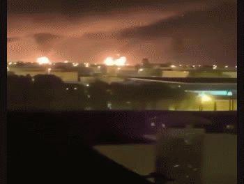 Las columnas de humo producidas por los incendios tras los ataques.