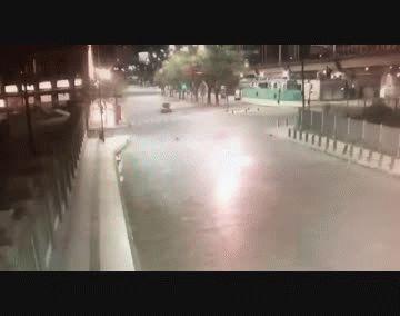 Arrojaron una bomba para escapar de la policía pero fueron detenidos