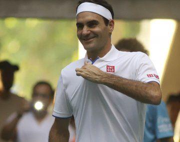 El momento más gracioso de la tarde fue cuando Roger Federer posó para un espectador que le pidió una foto.