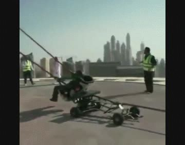 Momento del lanzamiento del hombre en la catapulta.
