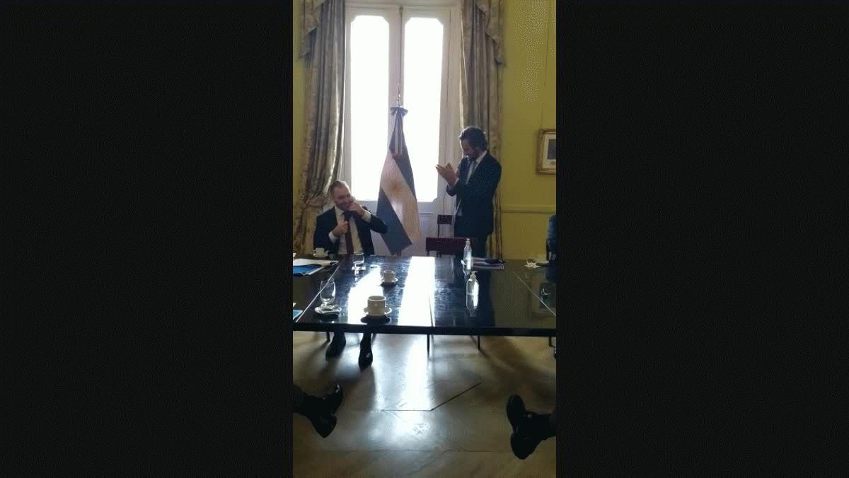 Los aplausos del Gabinete a Guzmán por el acuerdo con los bonistas