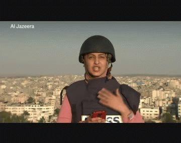 Gaza: una periodista transmitía en vivo cuando un misil destruyó un edificio