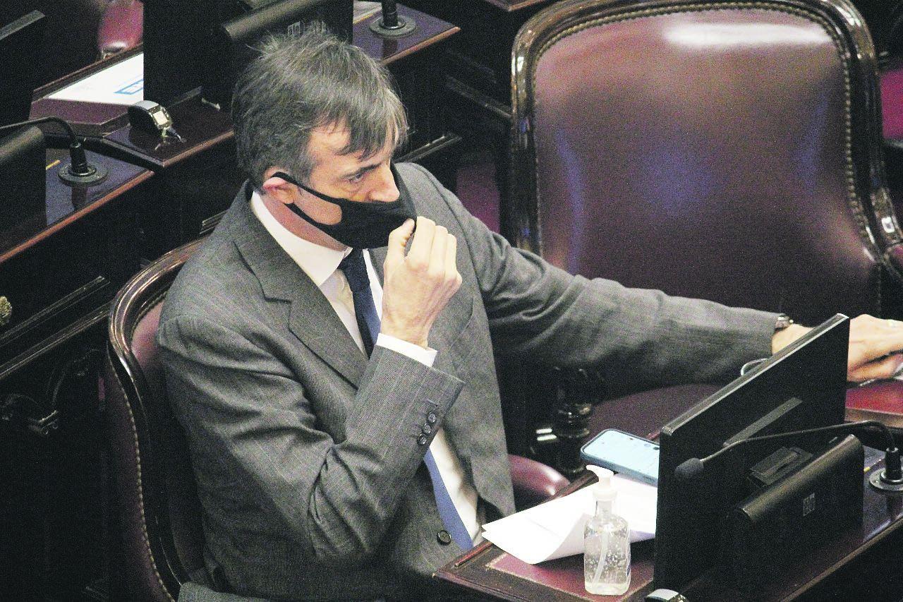 Aplausos. El senador del Pro Esteban Bullrich asistió al recinto y fue reconocido en medio de la sesión por oficialistas y opositores.