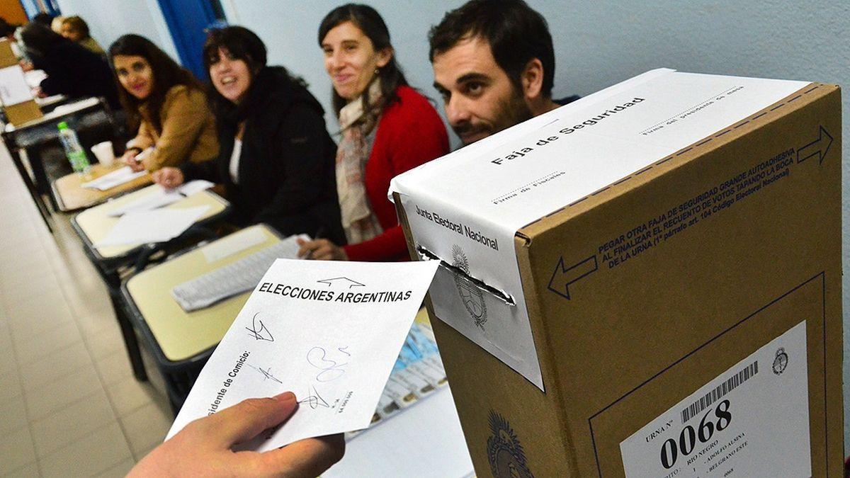 La foto con la urna: dónde y a qué hora votan los principales candidatos