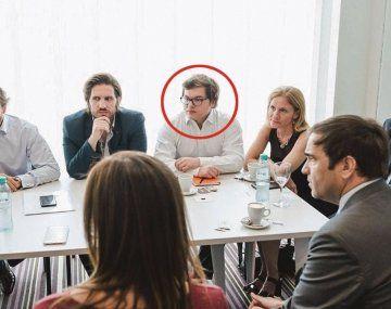 VINCULADO. Felipe Viramonte Noguer en una reunión de trabajo con Dávila de camisa clara.