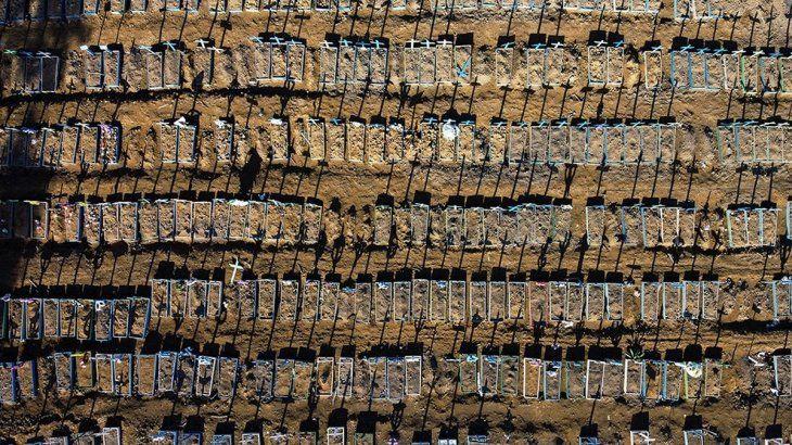 Las fosas comunes en Manaos, Brasil, una imagen que se repite.