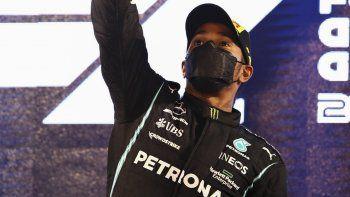Hamilton afirmó que seguirá en Mercedes en 2022.