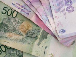 a pesar de la inflacion, el dinero en circulacion cae 19% real en un ano