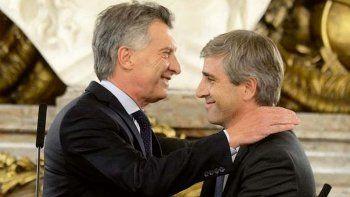 El expresidente Mauricio Macri junto al por entonces secretario de Finanzas, Luis Caputo.