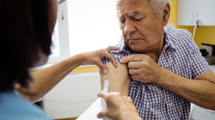 Desde el viernes los adultos mayores de 70 años de la Ciudad podrán sacar turno para vacunarse contra el Covid-19.
