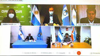 Contacto. Los gobernadores de la Patagonia, durante la cumbre virtual del pasado lunes y en la previa de su encuentro remoto con el Presidente. La agenda incluyó la unificación de criterios y controles sanitarios.
