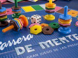 En Argentina, el juego de mesa Carrera de mente (1985) está inspirado en el Trivial Pursuit y es creado por el equipo creativo de la editorial Ediciones de mente que funda, en 1980, Jaime Poniachik y Daniel Samoilovich.