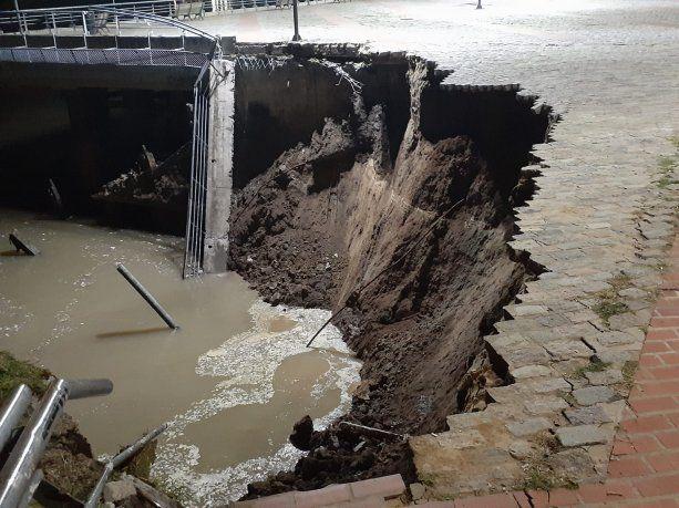 Rosario: se derrumbó parte del muelle del Centro Cultural Parque de España