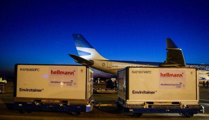 Este lunes llegan más de 2 millones de vacunas contra el Covid-19 en vuelos de Aerolíneas Argentinas y Latam Cargo.