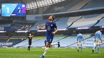 Chelsea derrotó al Manchester City y retrasó su coronación en la Premier League.