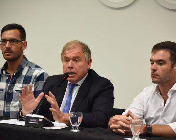 Crismanich, Werthein y Gil, durante el anuncio del COA.
