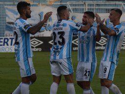 Atlético Tucumán goleó y todavía sueña con los cuartos.