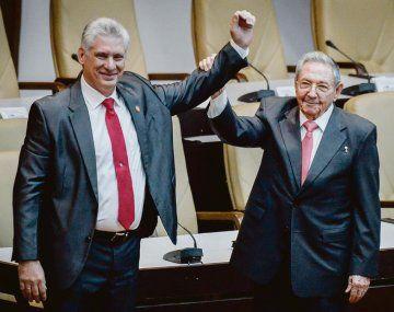 RELEVO. En 2018 Raúl Castro renunció a la Presidencia y asumió Miguel Díaz-Canel. Hasta ahora, el recambio generacional no se ha traducido en grandes reformas.