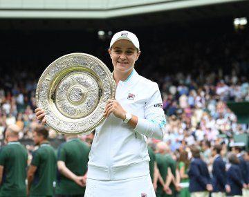 Barty y el trofeo de Wimbledon, su segundo Grand Slam.