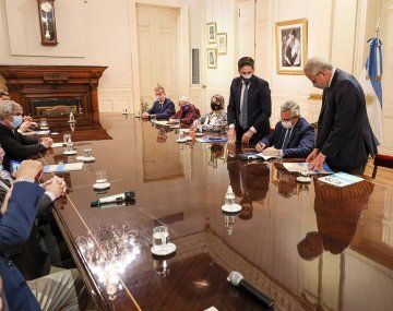 Participaron Alberto Fernández, el ministro Nicolás Trotta, y representantes de los sindicatos.