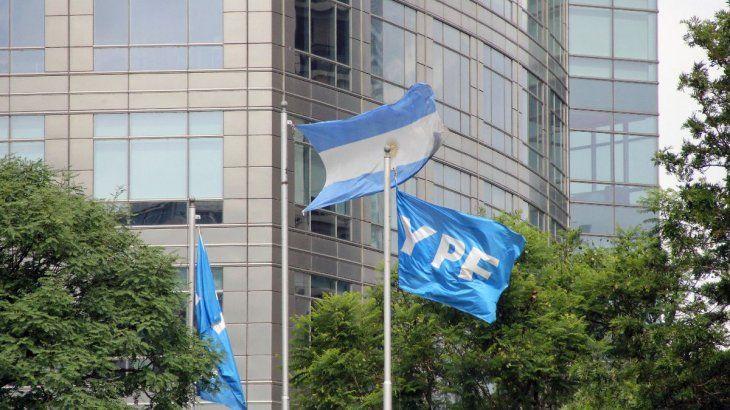 El plazo de aceptación temprana de la última oferta de reestructuración de deuda realizada por YPF vence hoy.