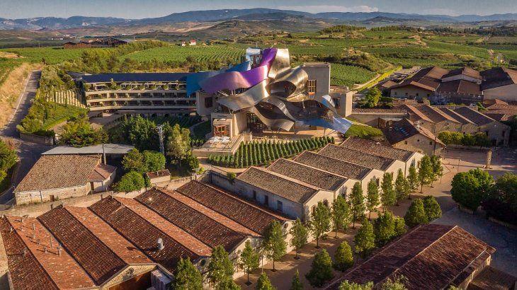 Hotel Marqués de Riscal, experiencia de lujo en medio de la naturaleza.