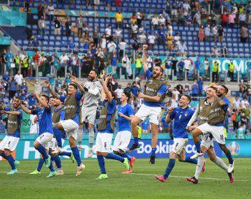 Italia ganó su grupo en la Eurocopa y lleva 30 partidos invicto.