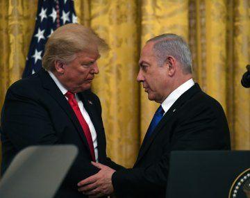 El presidente estadounidense, Donald Trump, salió, en opinión de analistas, en auxilio de su socio Benajmín Netanyahu.