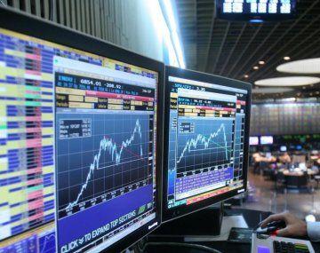 La vedette del mes fueron las acciones: volaron hasta 33% en dólares